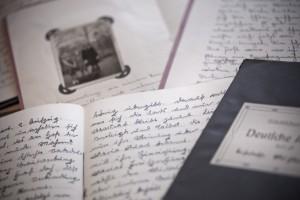 Aus Ihren Lebenserinnerungen in Tagebüchern, Fotos und Urkunden erstellen die Biografinnen Ihre Chronik des Lebens.